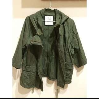 🚚 軍綠連帽外套