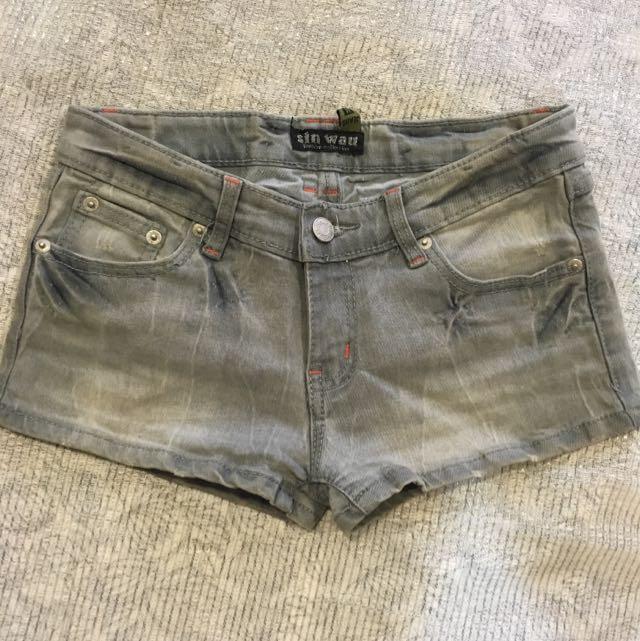 淺灰刷色牛仔褲