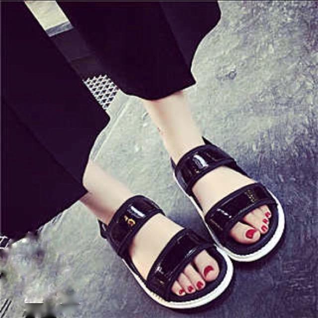 黑色寬帶涼鞋拖鞋