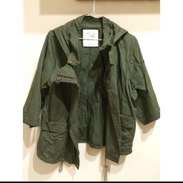 軍綠連帽外套