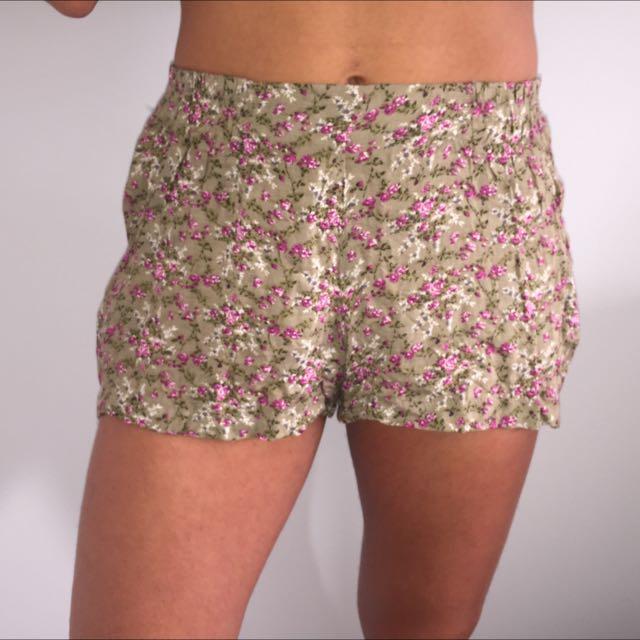 Flower Patterned Flowy Shorts