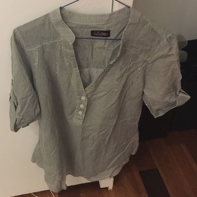 Lolitta Size 8 3/4 sleeved button up blouse