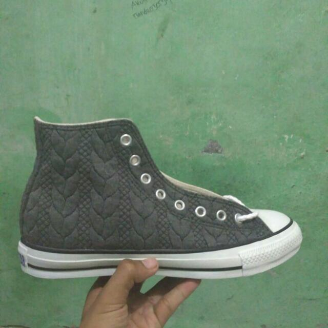 Sepatu Converse Ox Hi Size 8,5 BNIB