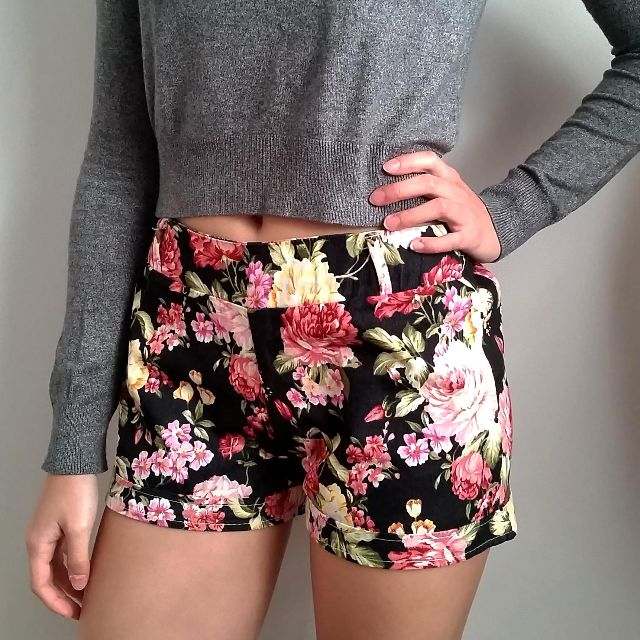 Floral patterned Mid Waist Shorts