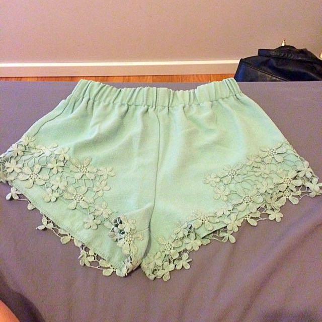 Tempt Flowy Shorts