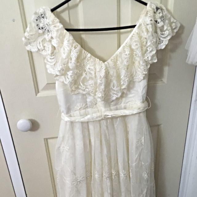 (PENDING) VINTAGE Lace Gown