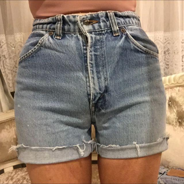 Vintage Levi Cut Off Denim Shorts Size 6-8