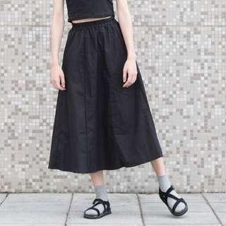 素黑質感挺版麻料傘裙