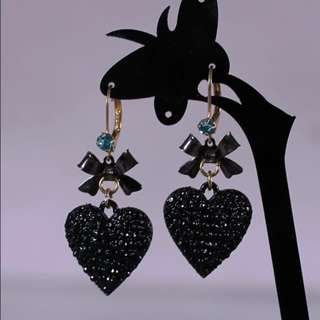 BRAND NEW GORGEOUS BETSEY JOHNSON BLACK HEART DESIGNER EARRINGS