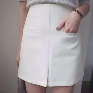 貓咪曬月亮 雙口袋前開衩短裙 白色 全新