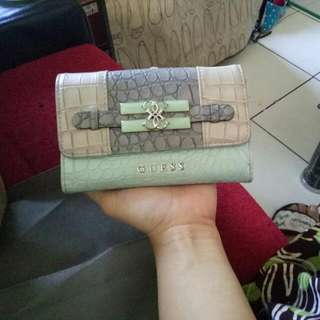 Dompet Guees