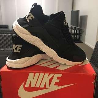Mens Nike Huarache's Size 11