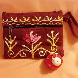 尼泊爾純手工紫紅繡花散紙包(三拉鍊)