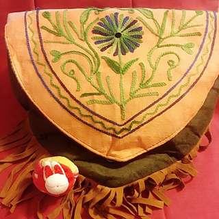 尼泊爾純手工淺啡墨綠色繡花側咩袋