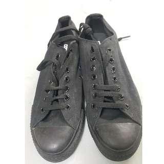全新 黑色converse (男裝: 41.5碼)