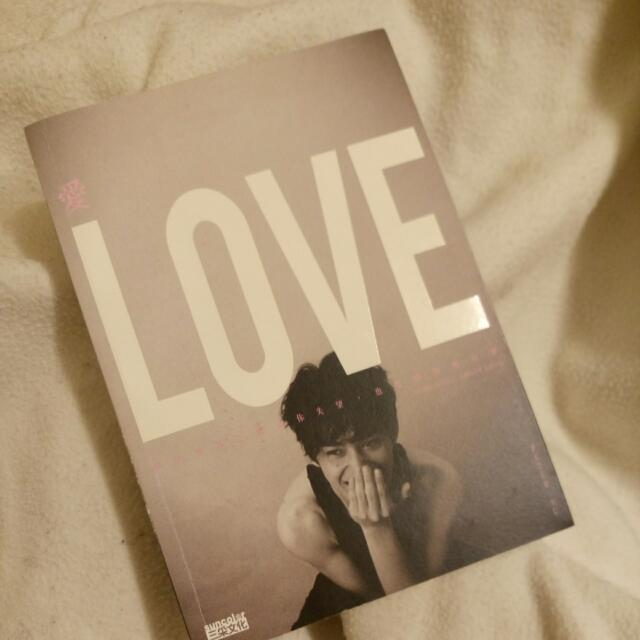 Love 愛 即使世界不斷讓你失望 也要繼續相信愛 Peter Su 夢想這條路跪著也要走完 的作者