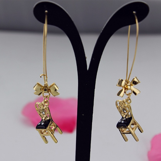 BRAND NEW GORGEOUS BETSEY JOHNSON DESIGNER GOLD/BLACK CHAIR DANGLE EARRINGS