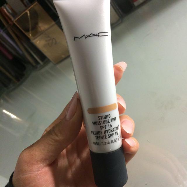 MAC Studio Moisture Tint