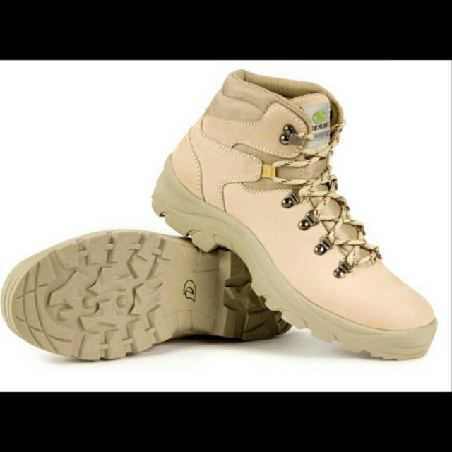 Sepatu Adventure Pria
