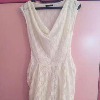 white dress brokat