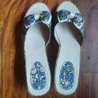 Badond Floral Wedge