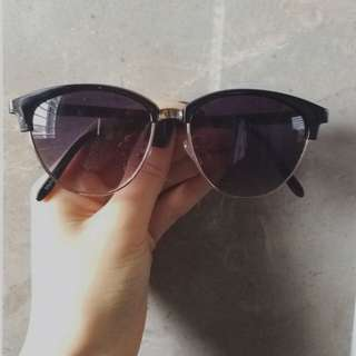 Cat Eyed Sunglasses. Cute Black And Gold Details L
