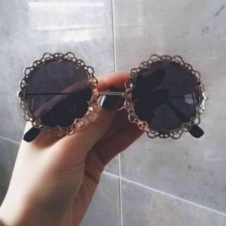 Vintage Styled Gold Rim Round Sunglasses.