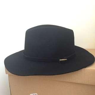 (保留中)側邊金扣紳士寬沿帽