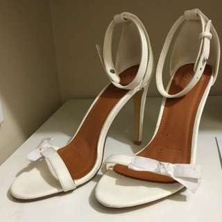 Sz 10 White Bow Heels