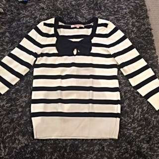 Review pussycat bow Black and White jumper Size 10