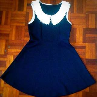 Cute fitted dress with lacey collar