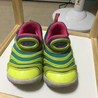 Nike 毛毛蟲童鞋