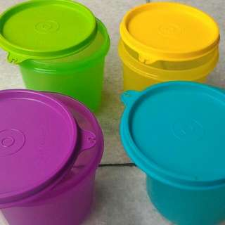 Tupperware 1 set (4 colors)