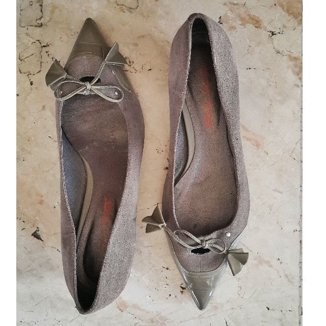 HK Gray Suede Pointy Shoes