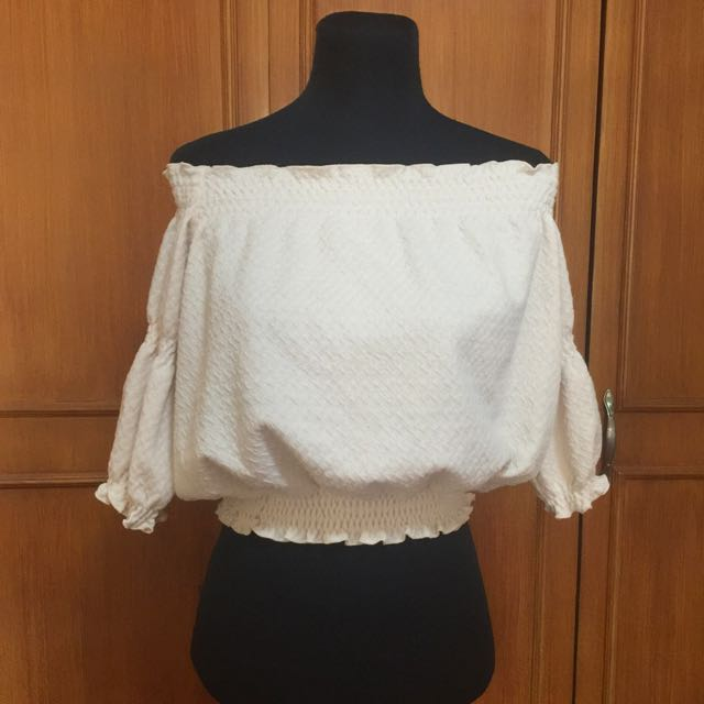 (Japan) Off Should Cream Cropped Top
