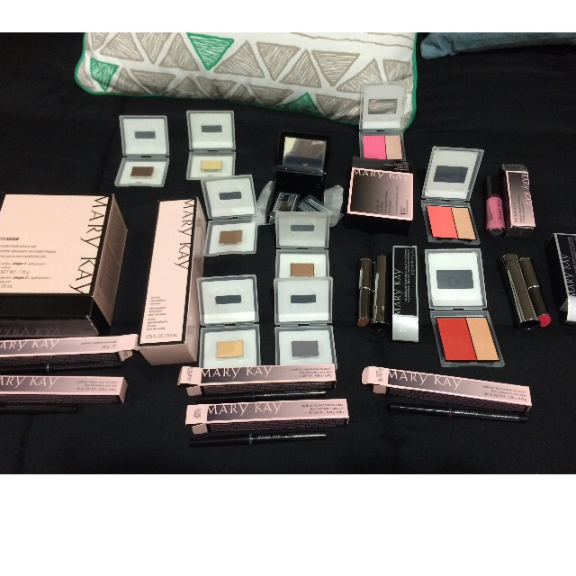 Reduced!Mary Kay makeup pack