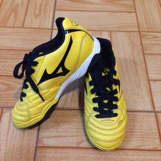 小童足球鞋