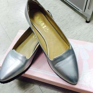 AMAI 銀色金屬風尖頭鞋