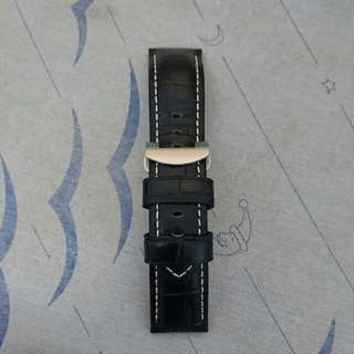 24/22 Black Leather Strap With Deployant