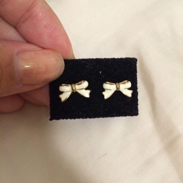 全新白蝴蝶結耳環