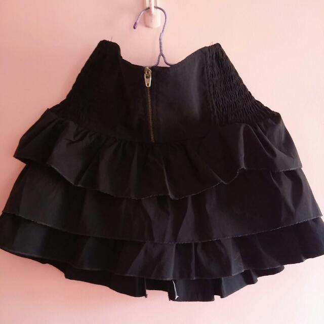 Black ruffle skirt with elastic hip