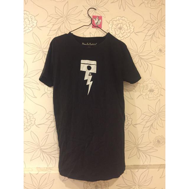 Deus 經典黑T恤