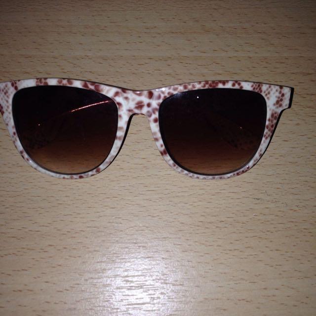 KACAMATA NEW LOOK ( sun glasses )