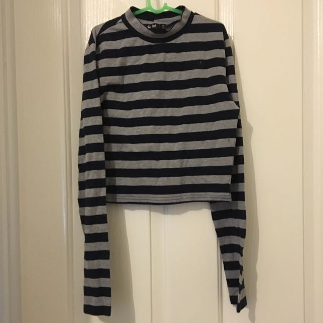 Long-sleeve turtle neck crop