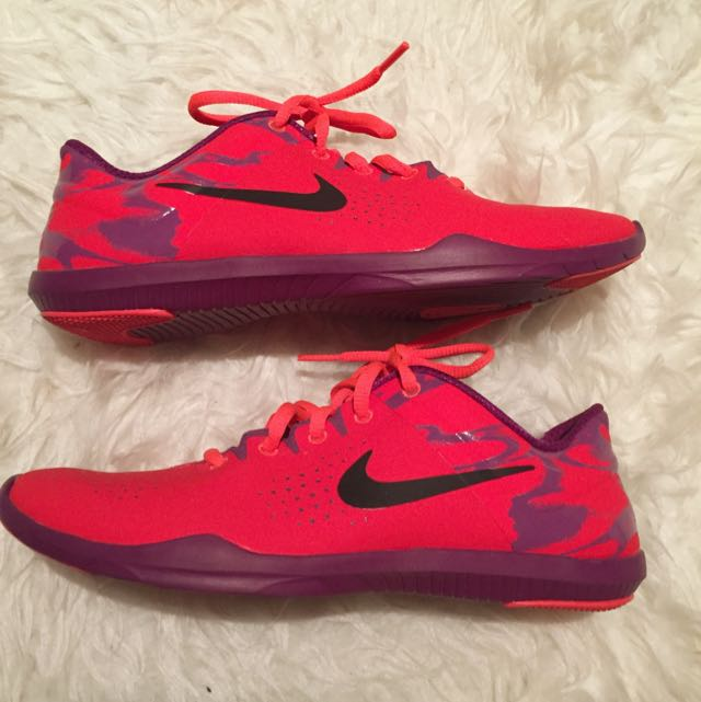 NIKE FIT SOLE SIZE: 7.5
