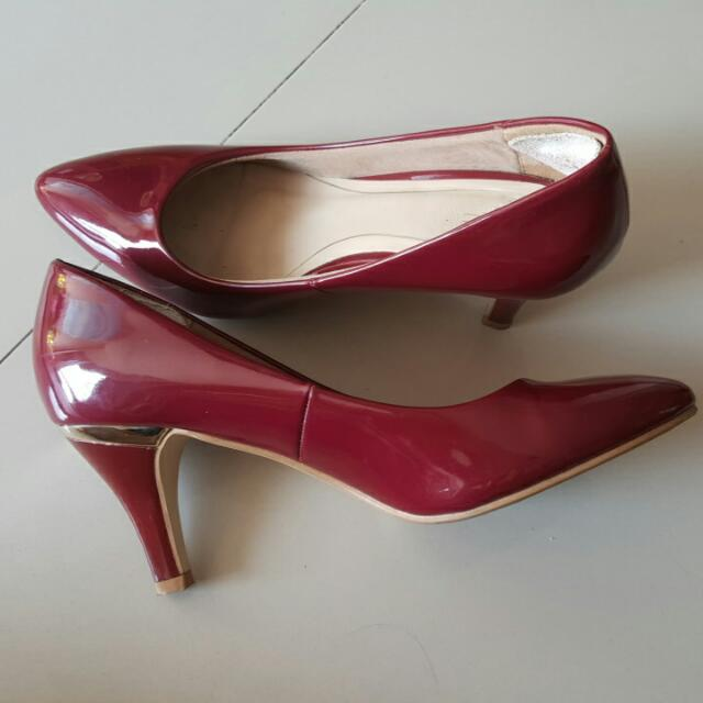9005afcf2f2 VnC Red Maroon High heels