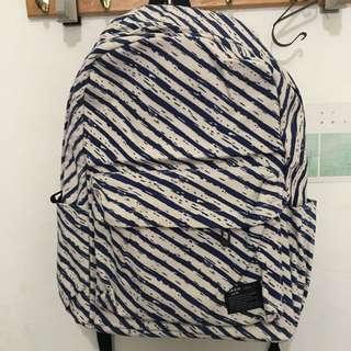 藍色條紋後背包