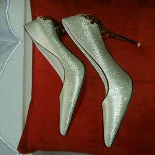 Shinning heels