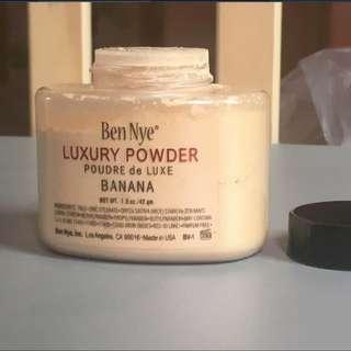 Ben Nye Luxury Powder (banana)