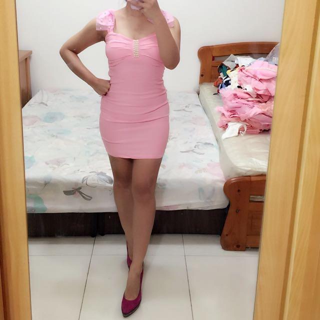 粉紅雙肩蝴蝶結珍珠 可愛包臀洋裝